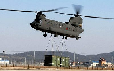 Illustrative: A CH-47 Chinook helicopter drops off troops, vehicles and additional supplies, Kunsan Air Base, South Korea. (Wikimedia Commons CC BY 2.0/US. Air Force photo/Senior Airman Steven R. Doty)