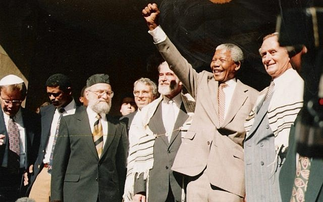 Nelson Mandela at Cape Town's Green and Sea Point Hebrew Congregation in 1994 (photo credit: JTA)