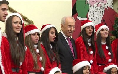 President Shimon Peres attempts to sing 'Jingle Bells' in a taped greeting for Christmas 2013 (screen capture: YouTube)
