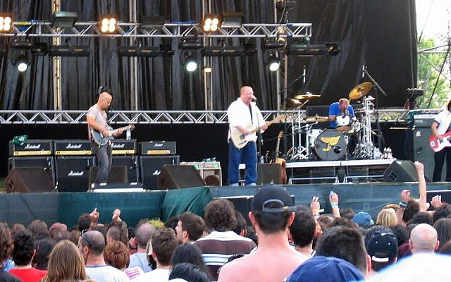 Pixies performing in 2004 (photo credit: Flickr/ GothEric CC BY-SA 2.0)