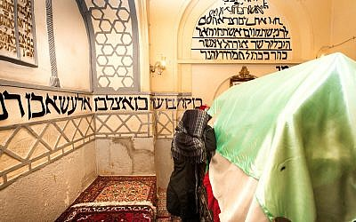 Jewish Iranian woman praying at the tomb of Mordechai and Esther. (Shutterstock)