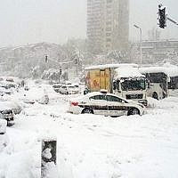 Stranded vehicles at the entrance to Jerusalem December 13, 2013. (Israel Hatzolah)