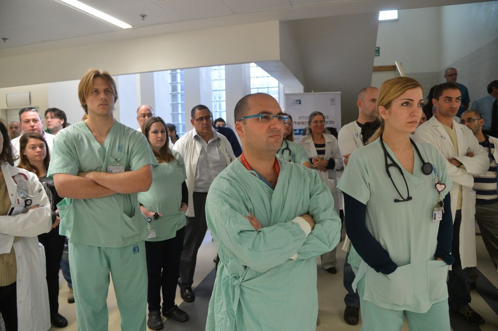 Doctors biggest earners in Israel's public sector | The