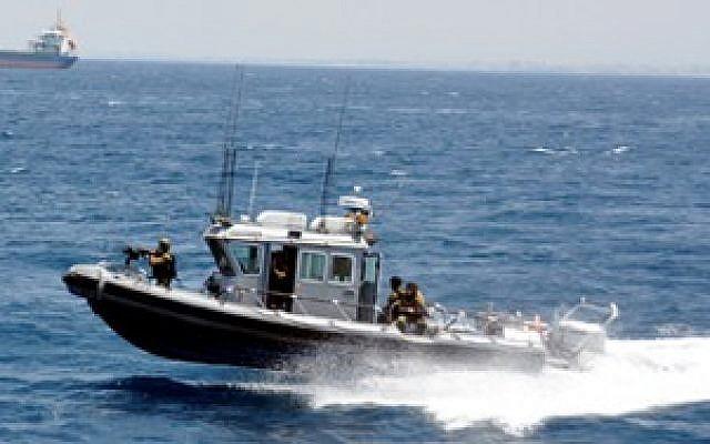 A Tzir'a-class patrol boat off the coast of Israel (photo credit: Ari Zaltzman/IDF website)
