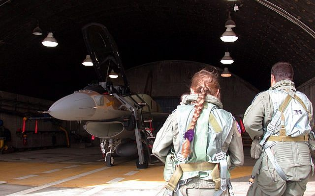 The F-16I and its first female navigator in the IAF (Photo credit: courtesy: IDF Spokesperson't Unit)