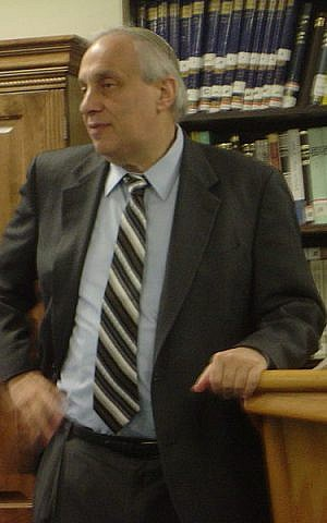 Rabbi Avi Weiss speaking at Yeshivat Chovevei Torah Rabbinical School on 19 November 2007. (photo credit: Drew Kaplan, CC-BY, via wikipedia)