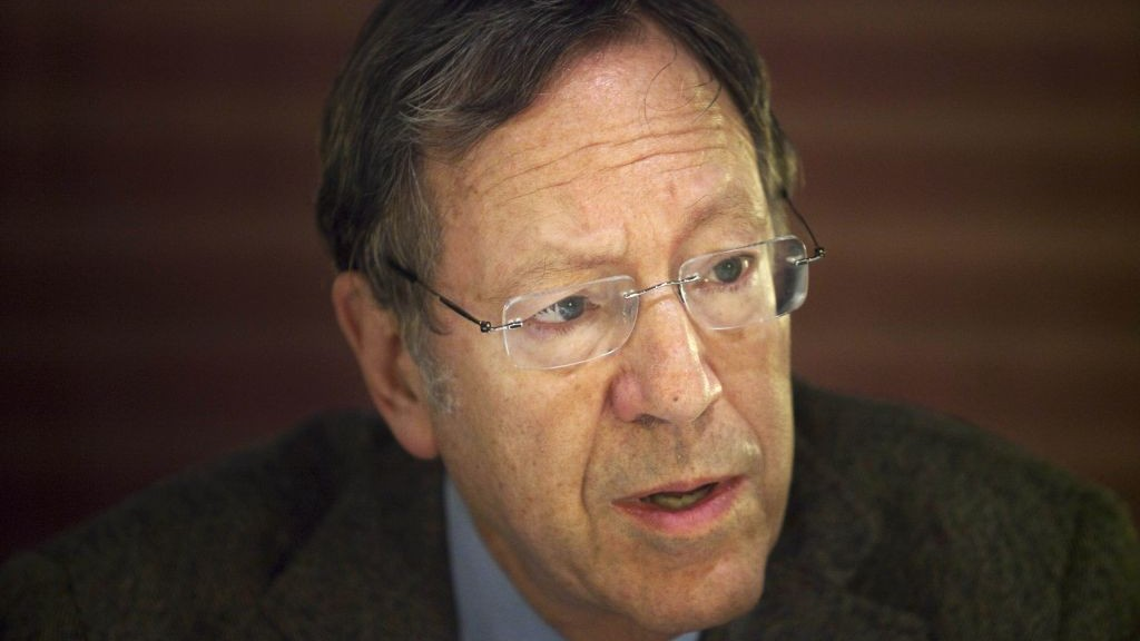 Former Canadian justice minister Irwin Cotler speaks to the media during a press conference in Jerusalem, Dec. 30, 2009 (photo credit: AP/Dan Balilty)
