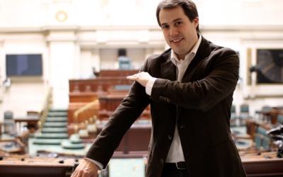 Belgian parliament member Laurent Louis performing the anti-Semitic 'quenelle' gesture. (courtesy www.laurentlouis.eu)