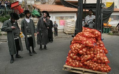 Israeli potatoes in Jerusalem, March 2007 (photo credit: Orel Cohen/Flash90)