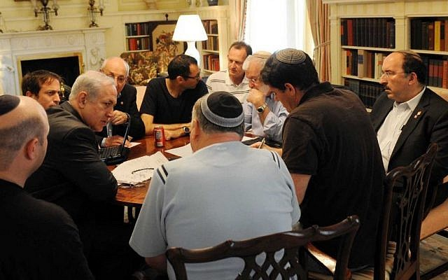 Prime Minister Benjamin Netanyahu consults with his advisers at Blair House in Washington, May 2011.  Gil Shefer is at far left. Dore Gold is at far right. Ron Dermer sits, second from the right, with back to camera in short-sleeved shirt. Yaakov Amidror (bearded), Yitzhak Molcho (partially obscured by Netanyahu) and former cabinet secretary Zvi Hauser (black T-shirt, spectacles) are also at the table. (Photo credit: Avi Ohayon/Flash90)