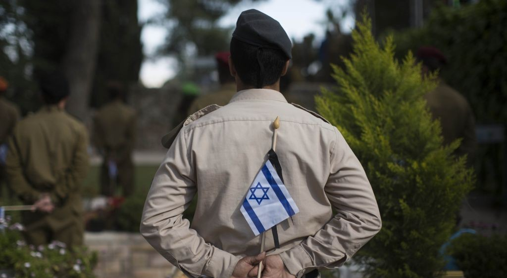 Illustrative photo of an IAF soldier at the Mt. Herzl cemetery. April 10, 2013. (Photo credit: Yonatan Sindel/FLASH90)