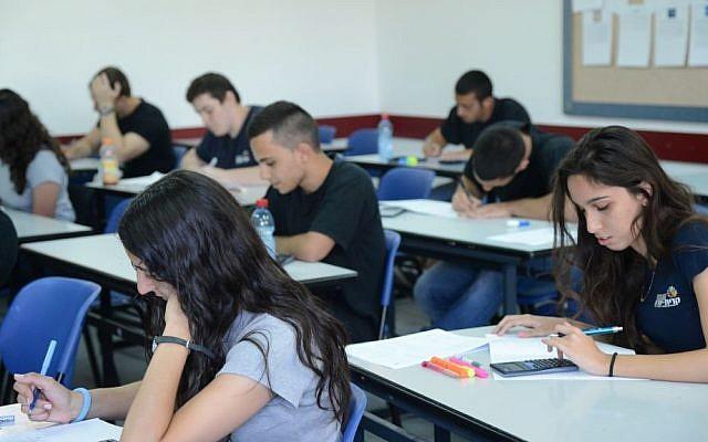 Illustrative photo of Israeli high schoolers taking an exam. (Yossi Zeliger/Flash90)