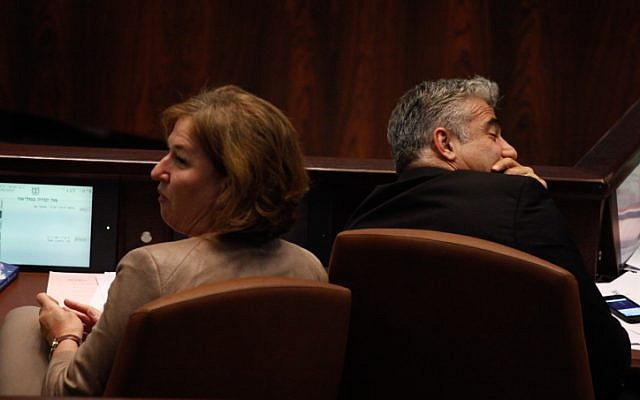 Justice Minister Tzipi Livni (left) and Finance Minister Yair Lapid (right) in the Knesset, July 31, 2013 (photo credit: Flash90)