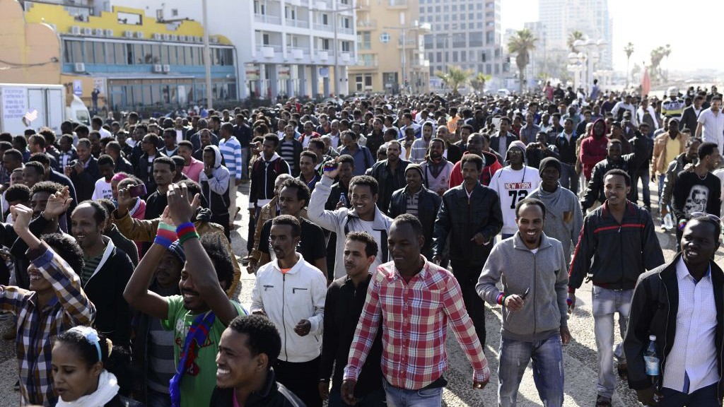 Mostly Eritrean asylum seekers march down Tel Aviv's boardwalk toward the US Embassy on Monday (photo credit: Tomer Neuberg/Flash90)