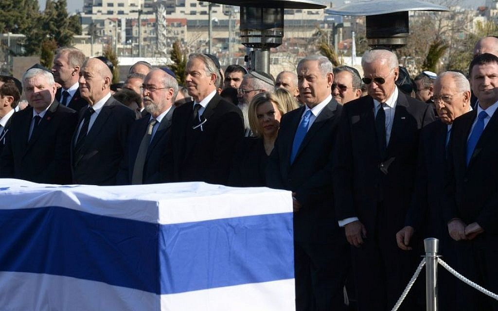 Israeli and world leaders stand in front of Ariel Sharons flag-draped casket, during a ceremony in honor of the former prime minister in front of the Knesset in Jerusalem, Monday, January 13, 2014 (photo credit: Amos Ben Gershom/GPO/Flash90)