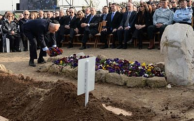 President Shimon Peres, after laying a wreath for Ariel Sharon, left flowers on Lily Sharon's grave (Photo credit: Kobi Gideon/ GPO/ Flash 90)