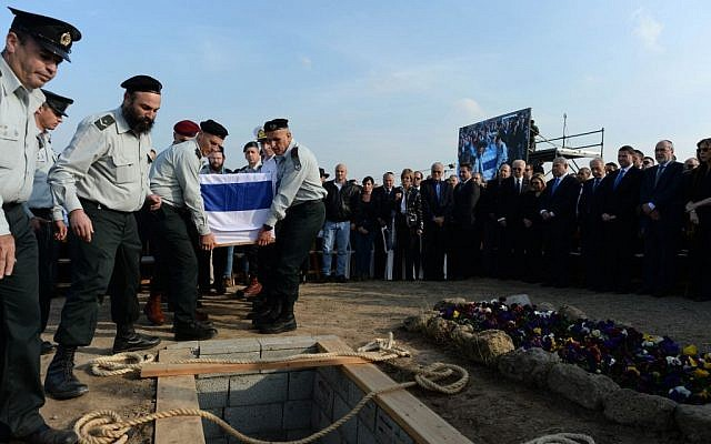 Generals placing Ariel Sharon's coffin in a grave at Sycamore Farm on Monday, January 13, 2014. (photo credit: Kobi Gideon/GPO/Flash 90)
