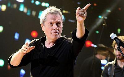 Shlomo Arzi performing in Tel Aviv on January 13, 2014. (photo credit: Gideon Markowicz/Flash90)