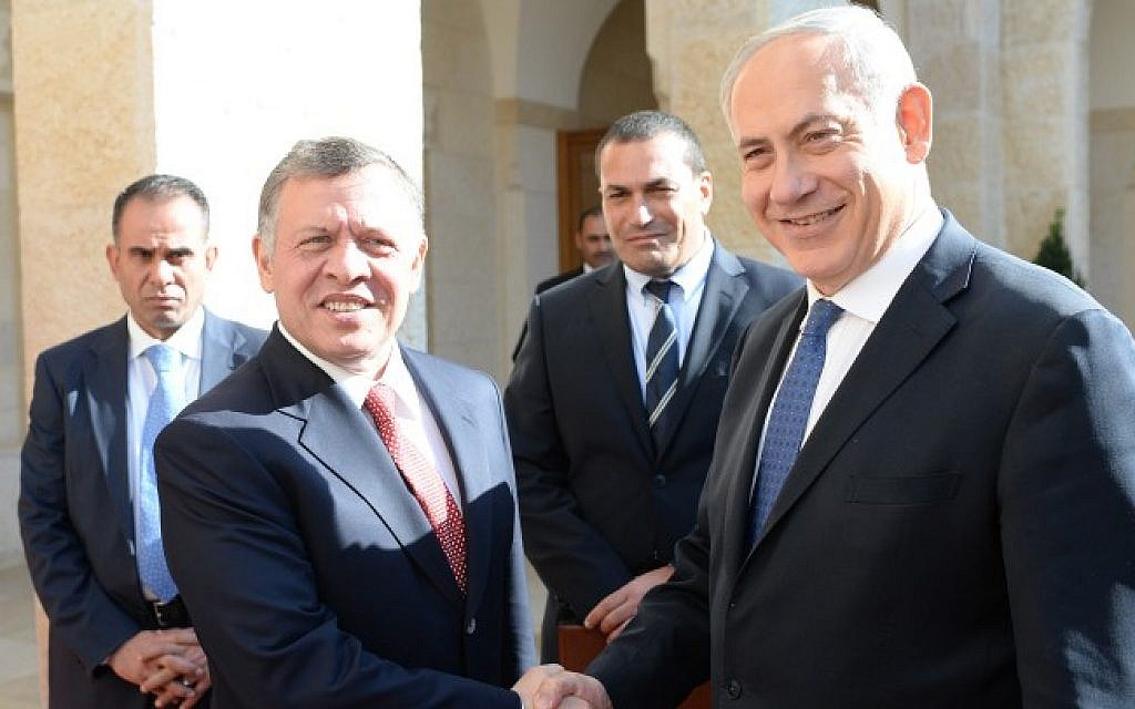 Prime Minister Benjamin Netanyahu meets with Jordanian King Abdullah II in Jordan in January 2014 (Kobi Gideon/GPO/Flash90/ File)