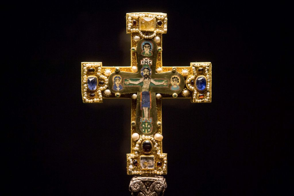 A medieval Cross, part of the Guelph Treasure, is displayed at the Bode Museum in Berlin, Jan. 9, 2014 (photo credit: AP/Markus Schreiber)