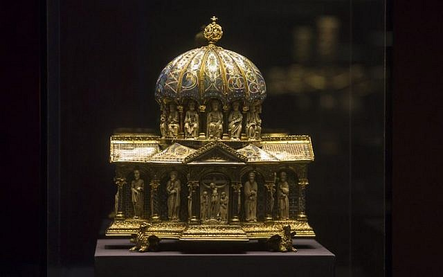 The medieval Dome Reliquary (13th century) of the Guelph Treasure is displayed at the Bode Museum in Berlin, January 9, 2014 (photo credit: AP/Markus Schreiber)