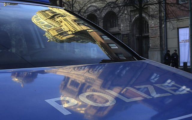 The Neue Synagoge (New Synagogue) reflected in the windshield of a police vehicle in Berlin, Jan. 7, 2014  (photo credit: AP/Markus Schreiber)