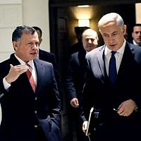 Prime Minister Benjamin Netanyahu, right, and Jordan's King Abdullah II, during the former's surprise visit to Amman on January 16, 2014 (AP/Yousef Allan/Jordanian Royal Palace)