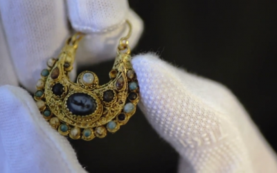 An earring hidden by its owners in Cologne before the 1096 pogrom (photo credit: YouTube screen grab)