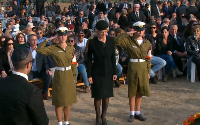 Australian FM Julie Bishop after she placed a wreath at the fresh grave of Ariel Sharon, January 13. 2013 (screen capture: YouTube)