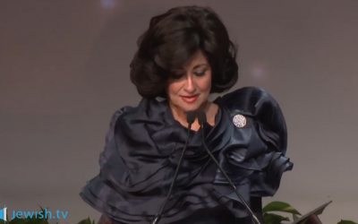 Chanie Lipskar delivers the keynote address at the Conference of Chabad Women Emissaries 5774 (2014) (photo credit: screenshot Jewish.tv)