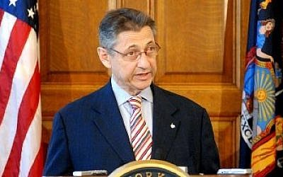 New York State Assembly Speaker Sheldon Silver holding a press conference (photo credit: Nyer42/Wikimedia Commons)