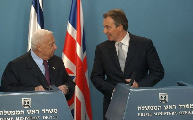 Ariel Sharon with Tony Blair in 2004 (photo credit: Flash90)