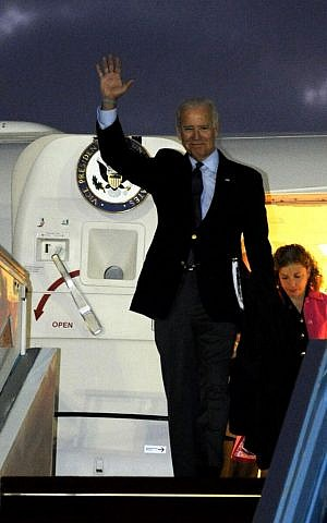 Vice President Joe Biden lands at Ben Gurion International Airport in the early morning hours of Monday to attend the funeral of former premier Ariel Sharon. (photo credit: US Embassy Tel Aviv/Twitter)