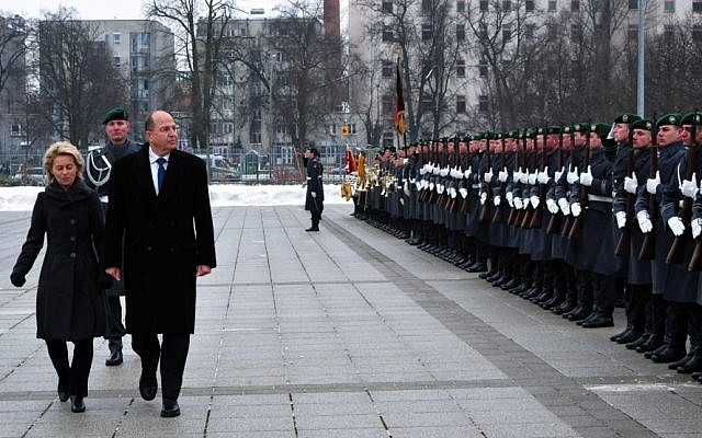 Defense Minister Moshe Ya'alon, along with German  Federal Minister of Defense Ursula von der Leyen, in Berlin, Thursday, January 30, 2014 (photo credit: Ariel Hermoni, Ministry of Defense)
