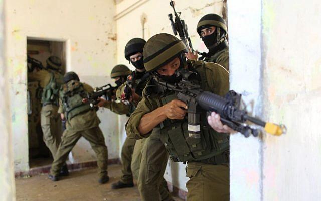 Israeli soldiers practice urban warfare on the Zeelim army base in southern Israel. (Nati Shohat/Flash90)