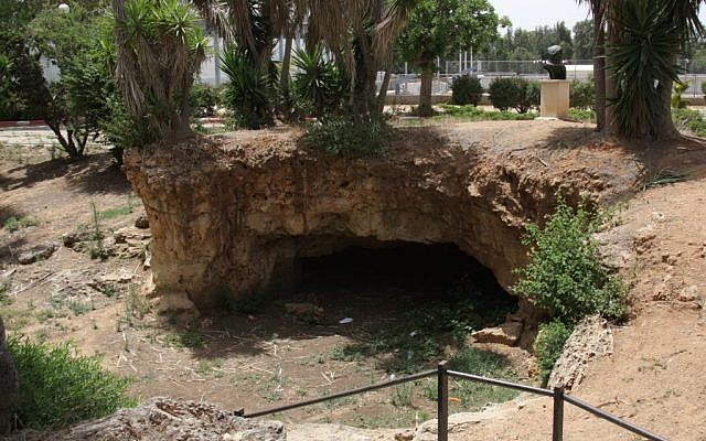 Where it all began: The cave at Mikve Yisrael (photo credit: Shmuel Bar-Am)