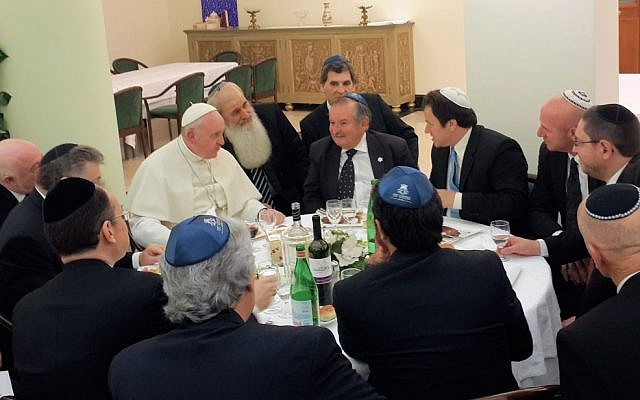 Pope Francis dines with Argentine Jewish leaders. (photo credit: World Jewish Congress via JTA)