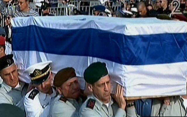 IDF major generals shoulder the casket of former prime minister Ariel Sharon in the Sycamore Ranch, Sunday, January 13, 2014 (screen capture: Channel 2)