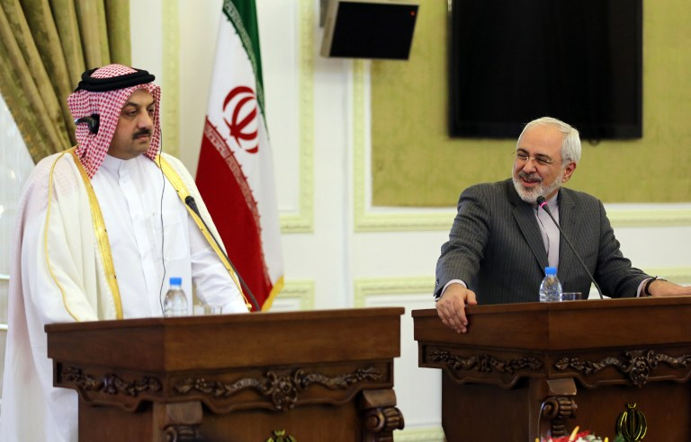 Qatar's Foreign Minister Khalid al-Attiyah (left) holds a joint press conference with his Iranian counterpart Mohammad Javad Zarif on February 26, 2014 in Tehran. (AFP/Atta Kenare)