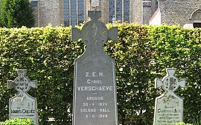 The grave of Cyriel Verschaeve (photo credit: Wikimedia Commons/ public domain)