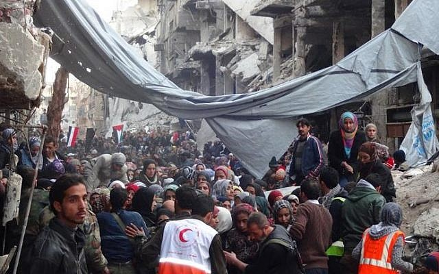 Palestinians are evacuated from the Yarmouk refugee camp in Damascus, Syria, on February 2, 2014. (UNRWA/AFP)