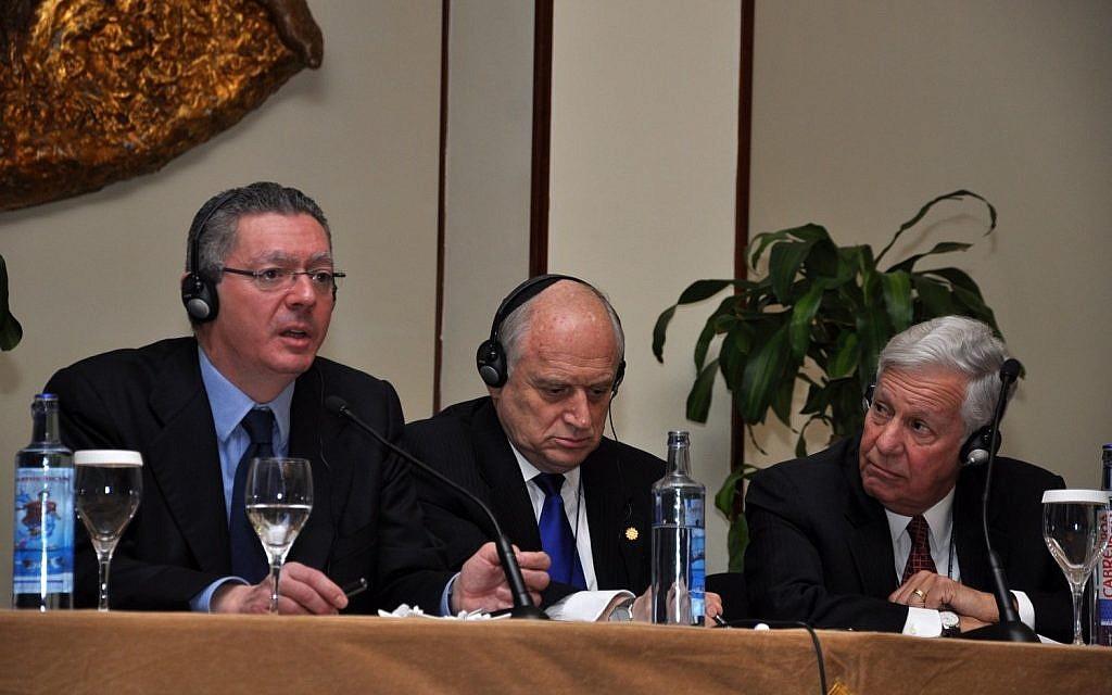Spanish Minister of Justice Alberto Ruíz Gallardon, left, Malcolm Hoenlein and Robert Sugarman at Madrid's Intercontinental Hotel, Feb. 12, 2014. (Fuenta Latina/JTA)