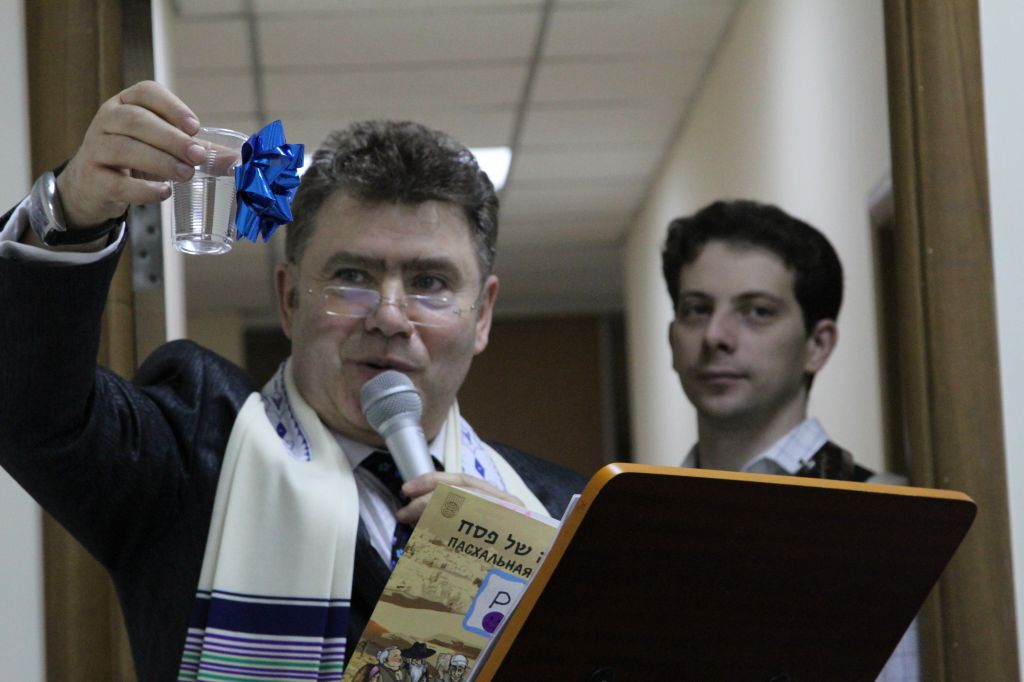Ukraine's Chief Reform Rabbi Alexander Dukhovny raises the Cup of Miriam. (courtesy)