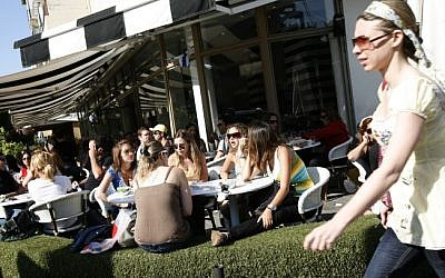Illustrative photo of young Israelis at a cafe in Tel Aviv (photo credit: Miriam Alster/Flash90)
