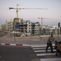 Illustrative: A housing construction site in Jerusalem, October 27, 2013. (Yonatan Sindel/Flash90)