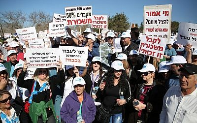 Workers of Hadassah Hospital Ein Kerem protest outside the Finance Ministry in Jerusalem, on Monday, February 10, 2014. (photo credit: Hadas Parush/Flash90)