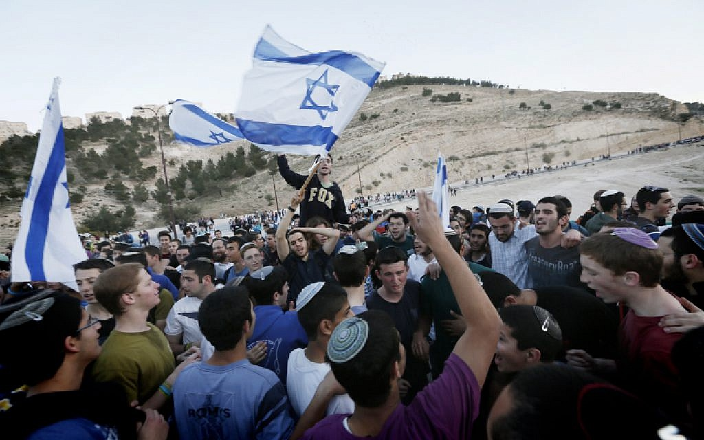 Settlers and right wing activists hold evening prayers after attending a march in the area known as E1 near the settlement of Ma'ale Adumim on February 13, 2014. (Miriam Alster/Flash90)