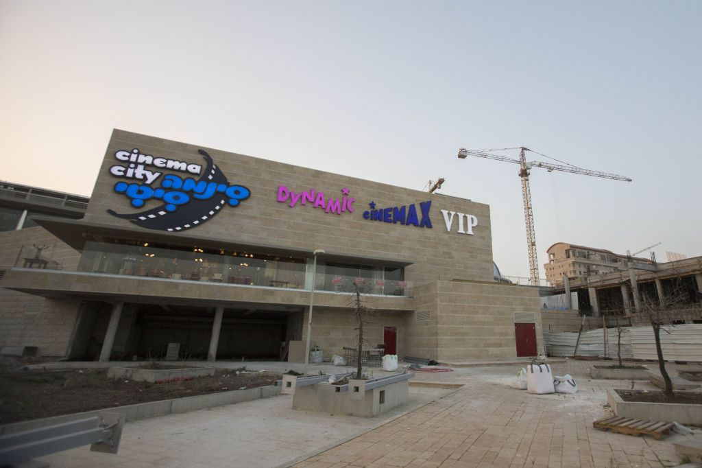 Days before Jerusalem's Cinema City opens, a look at the front facade of the building (photo credit: Yonatan Sindel/Flash 90)