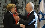 President Shimon Peres awards German Chancellor Angela Merkel the Presidential Medal of Distinction for her commitment to German-Israeli friendship, at the President's Residence in Jerusalem, 25 February 2014. (Yonatan Sindel/Flash90)
