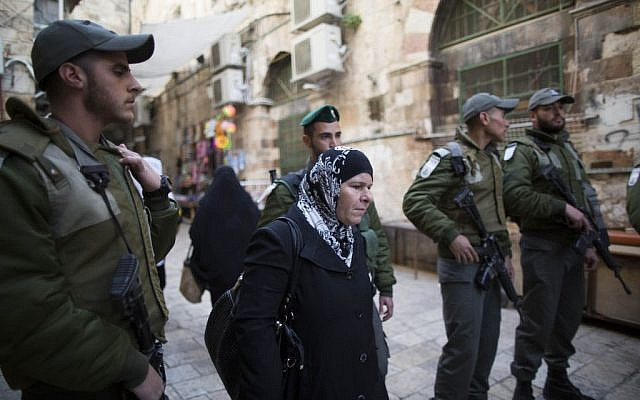 Israeli border policemen patrol near the Temple Mount in Jerusalem's Old City on February 25, 2014. Earlier in the day, police entered the Mount compound to disperse stone-throwing Palestinian protesters. (Photo credit: Yonatan Sindel/Flash90)